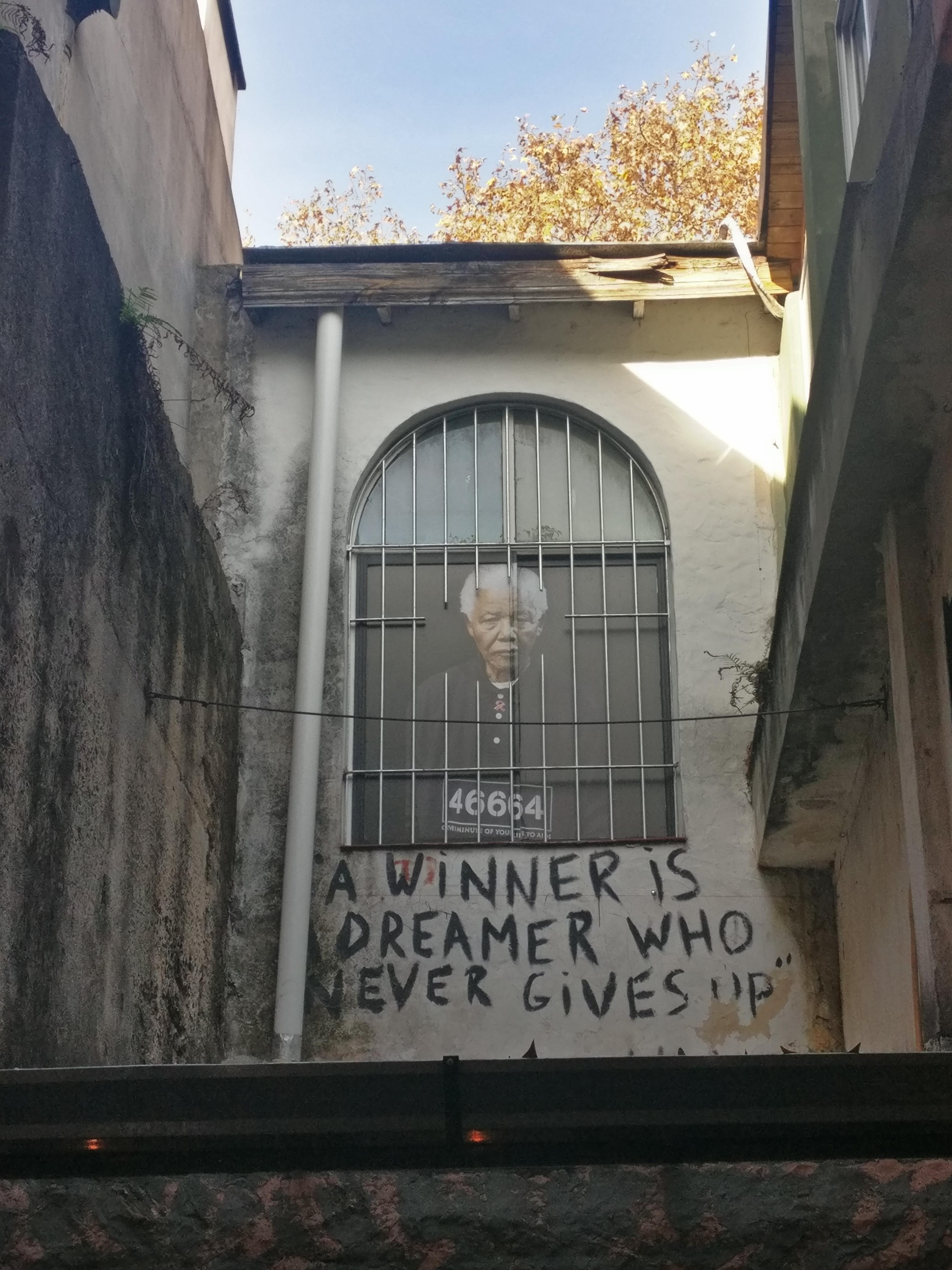 nelson mandela graffiti buenos aires